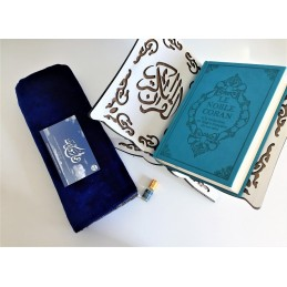 Pack Cadeau Coran + Porte Coran + Tapis de Prière + Musc Bleu